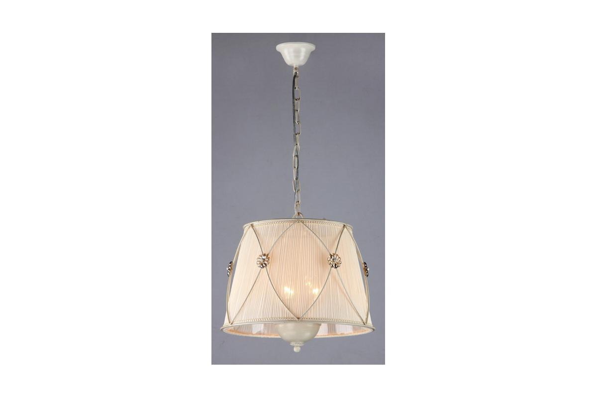 Люстра MaytoniЛюстры<br>Назначение светильника: для гостиной,<br>Стиль светильника: классика,<br>Тип: подвесная,<br>Материал светильника: металл, ткань,<br>Материал плафона: ткань,<br>Материал арматуры: металл,<br>Диаметр: 400,<br>Высота: 350,<br>Количество ламп: 3,<br>Тип лампы: накаливания,<br>Мощность: 60,<br>Патрон: Е14,<br>Цвет арматуры: золото<br>
