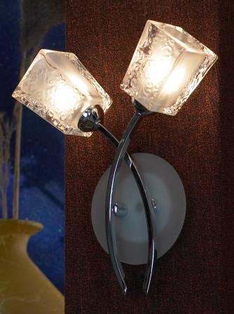 Бра LussoleНастенные светильники и бра<br>Тип: настенный,<br>Назначение светильника: для комнаты,<br>Стиль светильника: модерн,<br>Материал светильника: металл, стекло,<br>Тип лампы: галогенная,<br>Количество ламп: 2,<br>Мощность: 40,<br>Патрон: G9,<br>Цвет арматуры: хром,<br>Ширина: 240<br>