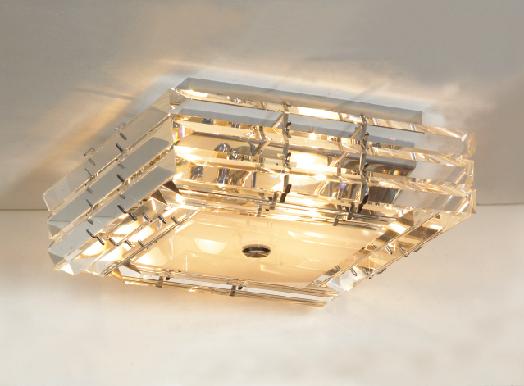 Люстра LussoleЛюстры<br>Назначение светильника: для комнаты, Стиль светильника: модерн, Тип: потолочная, Материал светильника: металл, стекло, Материал арматуры: металл, Длина (мм): 150, Ширина: 410, Количество ламп: 6, Тип лампы: накаливания, Мощность: 40, Патрон: Е14, Цвет арматуры: хром, Родина бренда: Италия<br>