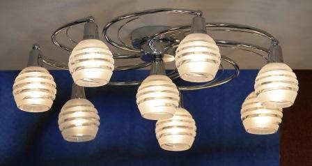 Люстра LussoleЛюстры<br>Назначение светильника: для гостиной,<br>Стиль светильника: модерн,<br>Тип: потолочная,<br>Материал светильника: металл, стекло,<br>Материал плафона: стекло,<br>Материал арматуры: металл,<br>Длина (мм): 190,<br>Ширина: 620,<br>Количество ламп: 8,<br>Тип лампы: накаливания,<br>Мощность: 40,<br>Патрон: Е14,<br>Цвет арматуры: хром<br>