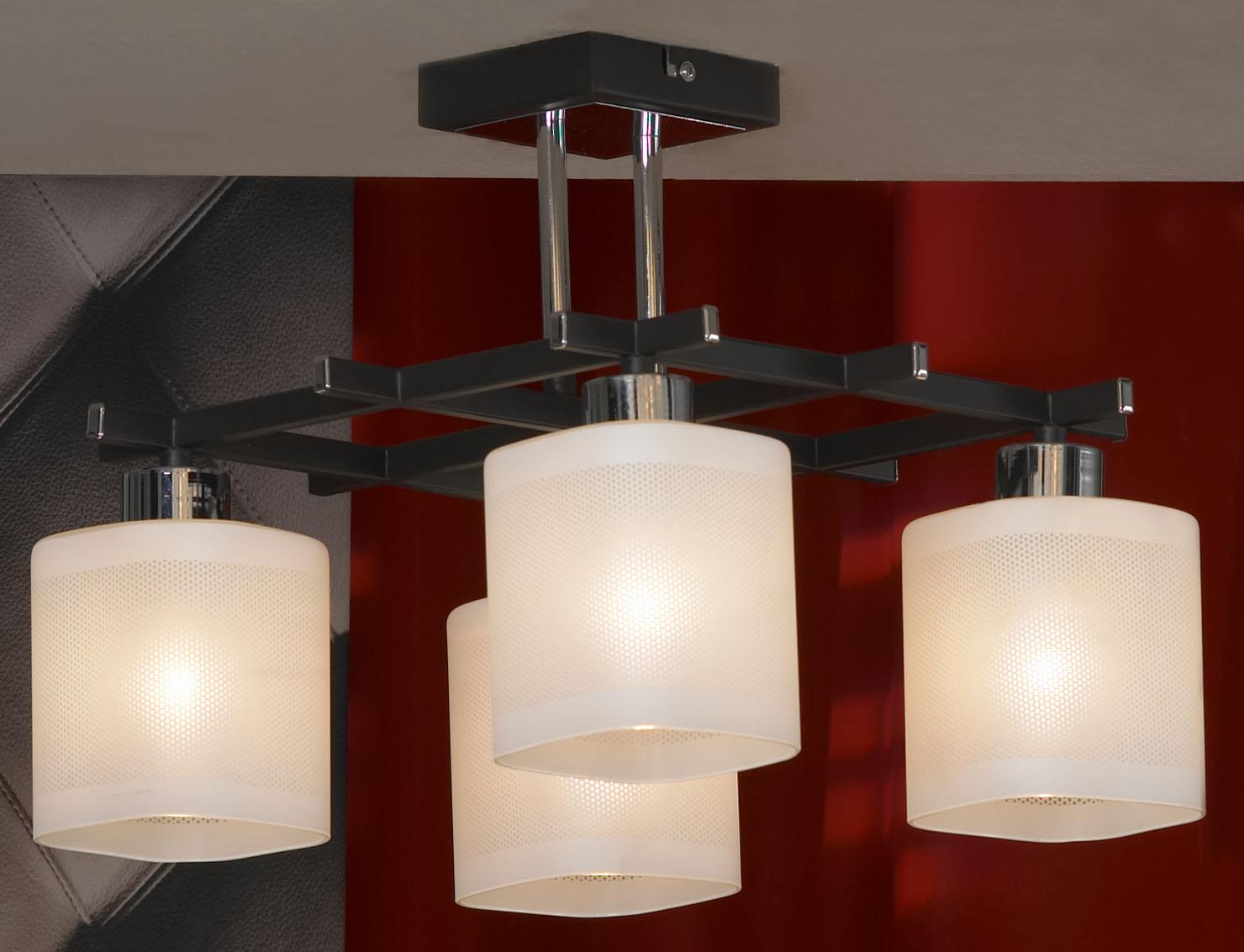 Люстра LussoleЛюстры<br>Назначение светильника: для комнаты,<br>Стиль светильника: модерн,<br>Тип: потолочная,<br>Материал светильника: металл, стекло,<br>Материал плафона: стекло,<br>Материал арматуры: металл,<br>Длина (мм): 300,<br>Ширина: 330,<br>Количество ламп: 4,<br>Тип лампы: накаливания,<br>Мощность: 40,<br>Патрон: Е14,<br>Цвет арматуры: хром<br>