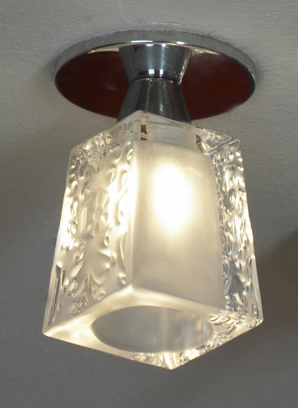 Светильник LussoleСветильники встраиваемые<br>Стиль светильника: модерн,<br>Форма светильника: квадрат,<br>Материал светильника: металл, стекло,<br>Количество ламп: 1,<br>Тип лампы: галогенная,<br>Мощность: 40,<br>Патрон: G9,<br>Цвет арматуры: хром<br>