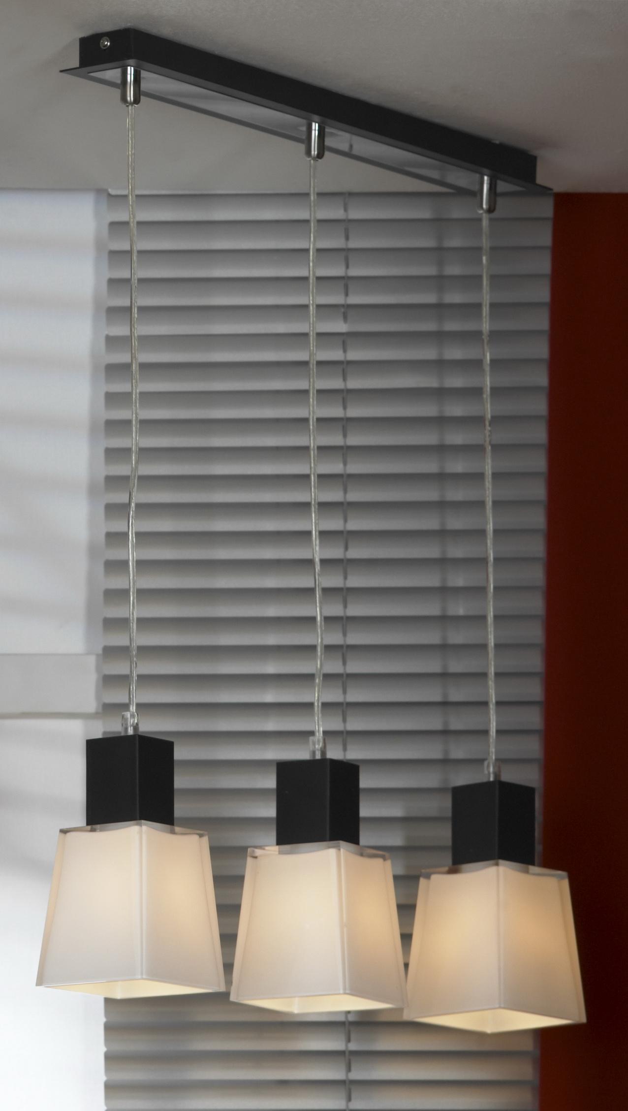 Подвес LussoleСветильники подвесные<br>Количество ламп: 3,<br>Мощность: 40,<br>Назначение светильника: для комнаты,<br>Стиль светильника: модерн,<br>Материал светильника: металл, стекло,<br>Длина (мм): 1200,<br>Ширина: 560,<br>Тип лампы: накаливания,<br>Патрон: Е14,<br>Цвет арматуры: черный<br>