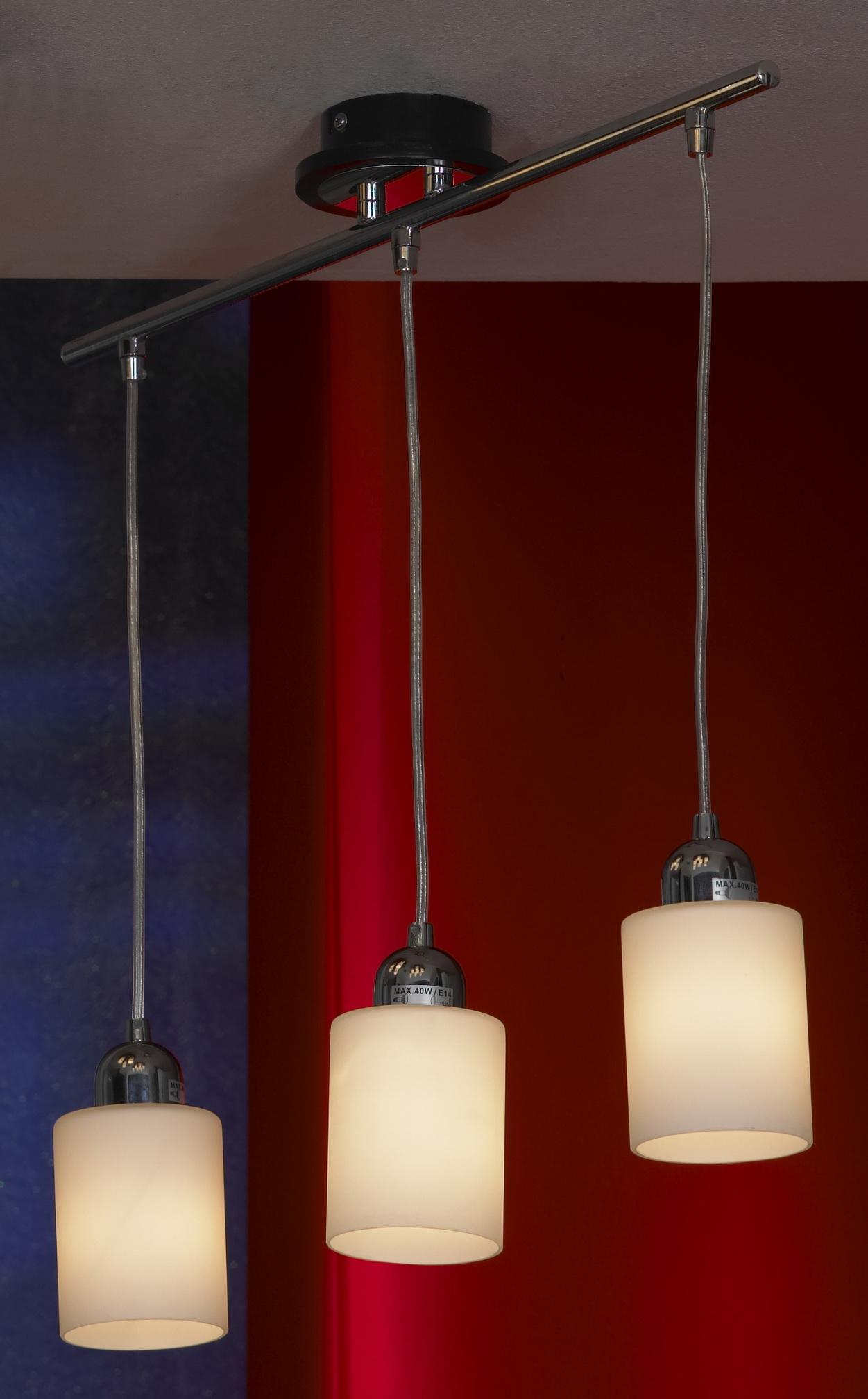 Подвес LussoleСветильники подвесные<br>Количество ламп: 3,<br>Мощность: 40,<br>Назначение светильника: для комнаты,<br>Стиль светильника: модерн,<br>Материал светильника: металл, стекло,<br>Длина (мм): 1000,<br>Ширина: 550,<br>Тип лампы: накаливания,<br>Патрон: Е14,<br>Цвет арматуры: хром<br>