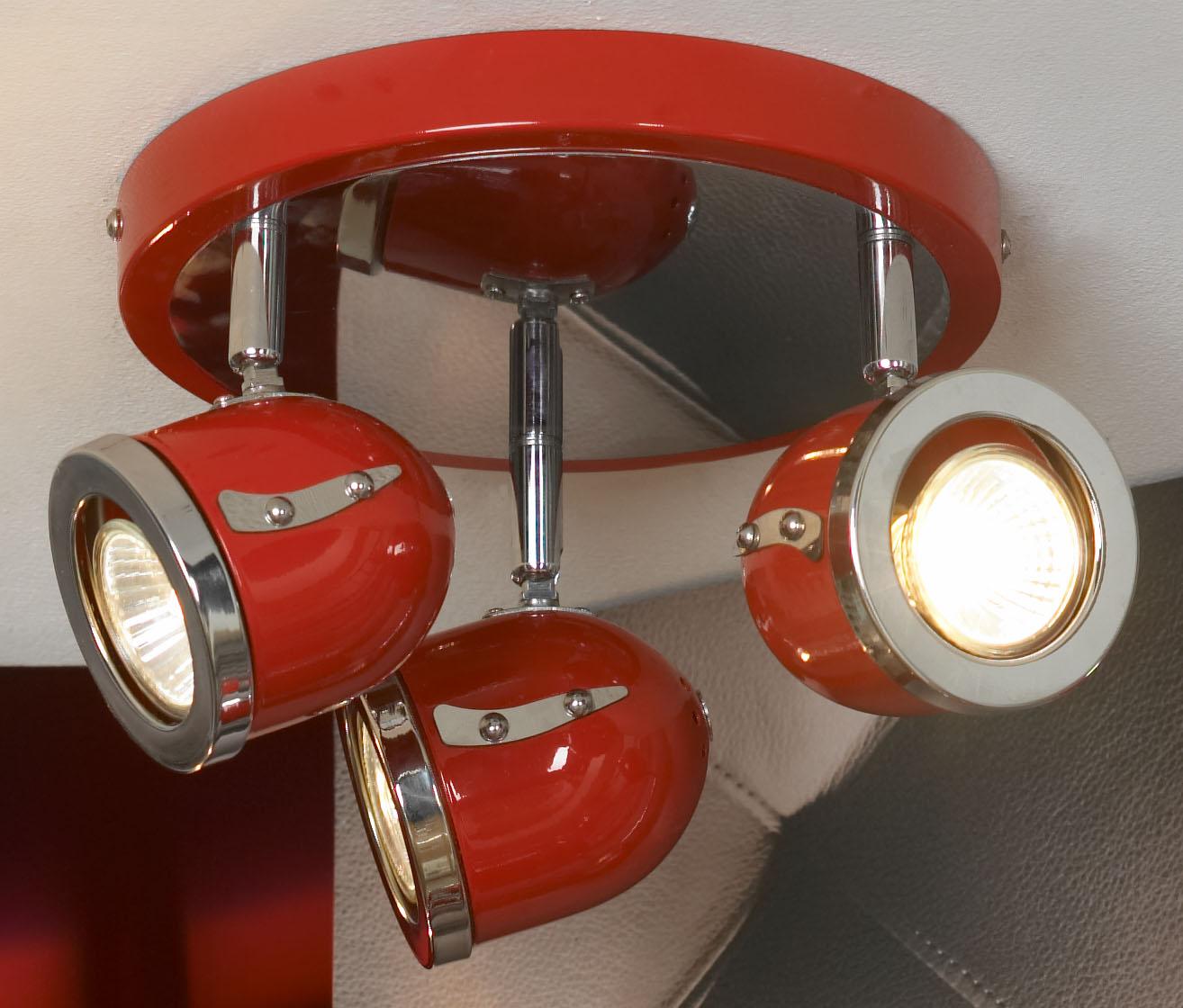 Спот LussoleСпоты<br>Тип: спот,<br>Стиль светильника: модерн,<br>Материал светильника: металл, стекло,<br>Количество ламп: 3,<br>Тип лампы: галогенная,<br>Мощность: 50,<br>Патрон: GU10,<br>Цвет арматуры: хром,<br>Ширина: 240,<br>Длина (мм): 160<br>