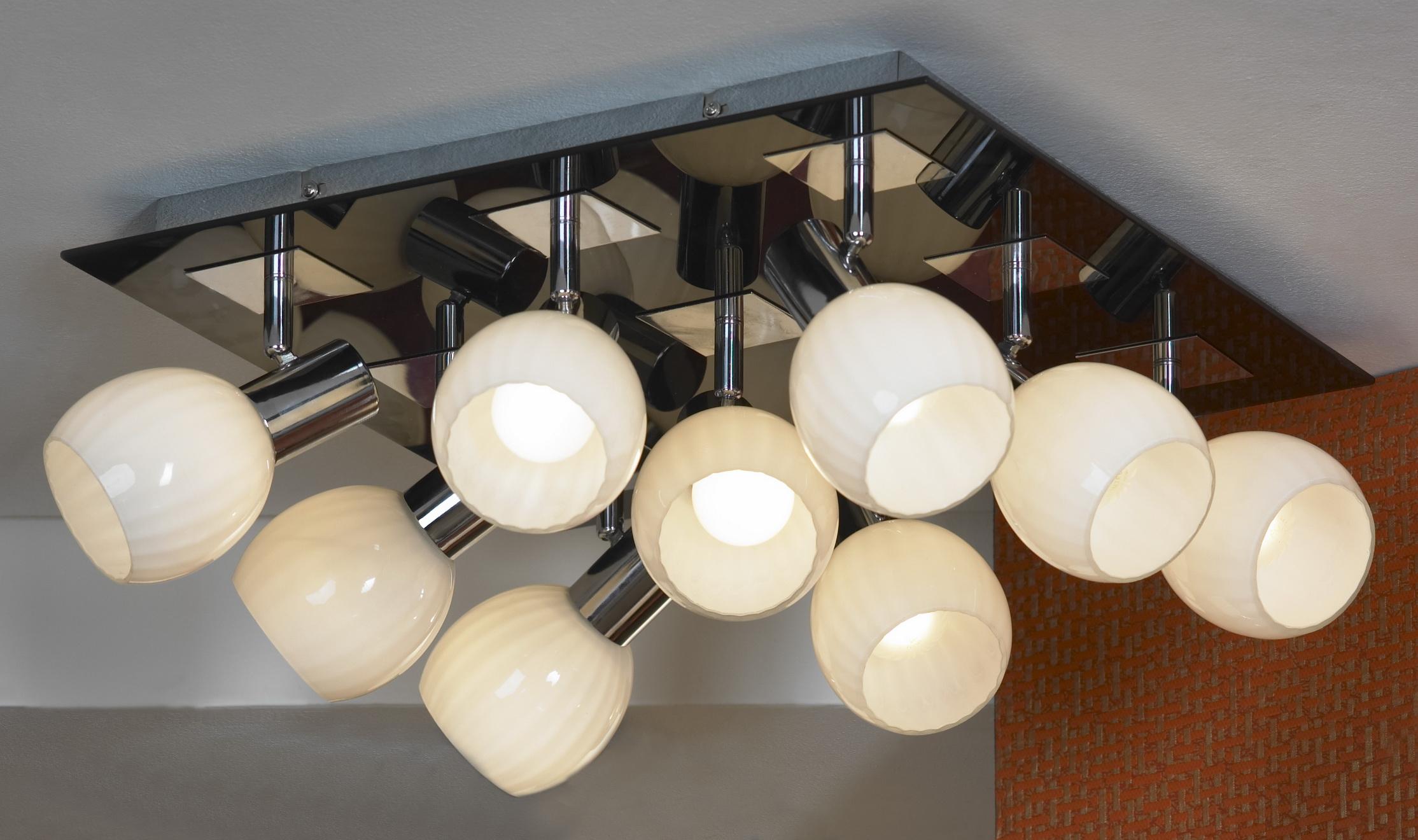 Спот LussoleСпоты<br>Тип: спот,<br>Стиль светильника: модерн,<br>Материал светильника: металл, стекло,<br>Количество ламп: 9,<br>Тип лампы: накаливания,<br>Мощность: 40,<br>Патрон: Е14,<br>Цвет арматуры: хром,<br>Ширина: 430,<br>Длина (мм): 180<br>