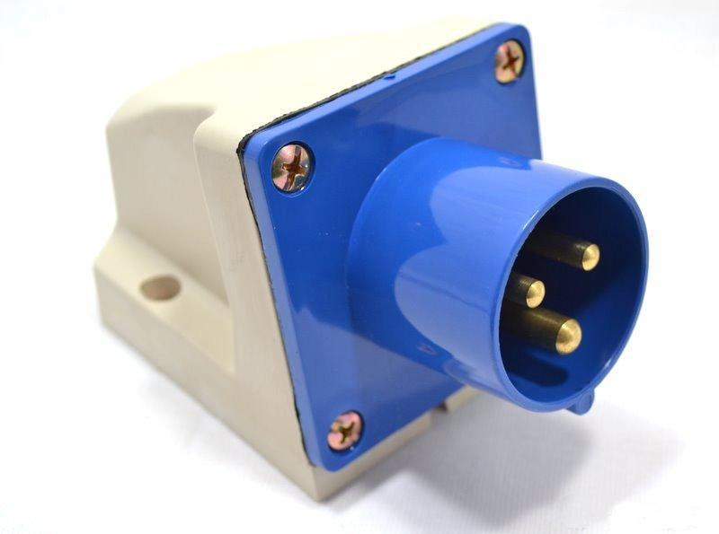 Вилка кабельная IekСиловые разъемы<br>Тип изделия: вилка,<br>Напряжение: 220,<br>Способ монтажа: стационарная,<br>Сила тока: 16,<br>Количество контактов: 3,<br>Заземление: есть,<br>Степень защиты от пыли и влаги: IP 44,<br>Цвет: синий<br>