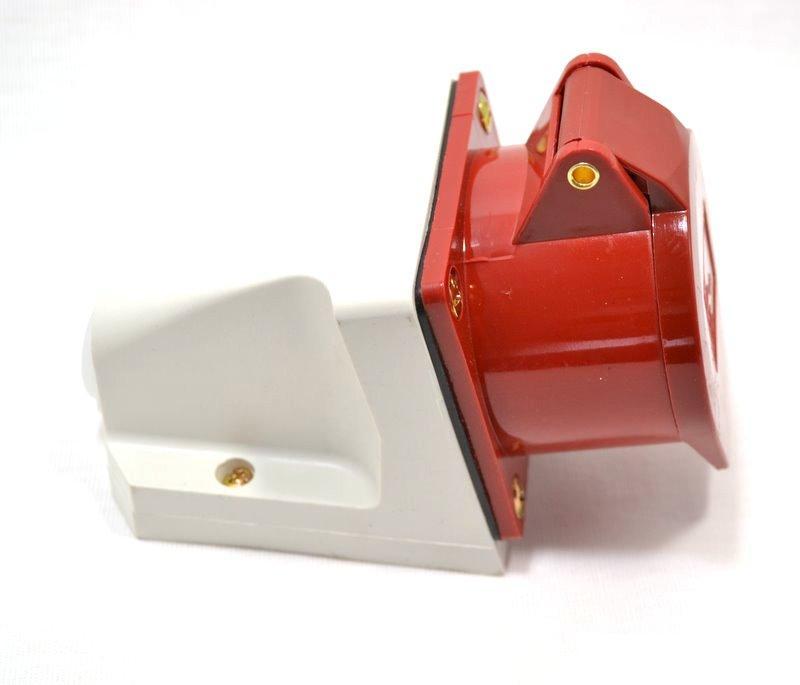 Розетка кабельная IekСиловые разъемы<br>Тип изделия: розетка,<br>Напряжение: 380,<br>Способ монтажа: стационарная,<br>Сила тока: 125,<br>Количество контактов: 5,<br>Заземление: есть,<br>Степень защиты от пыли и влаги: IP 54,<br>Цвет: красный<br>