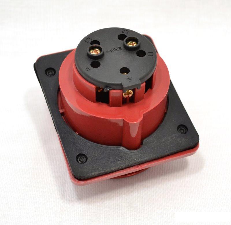 Розетка кабельная IekСиловые разъемы<br>Тип изделия: розетка,<br>Напряжение: 380,<br>Способ монтажа: стационарная,<br>Сила тока: 16,<br>Количество контактов: 5,<br>Заземление: есть,<br>Степень защиты от пыли и влаги: IP 44,<br>Цвет: красный<br>