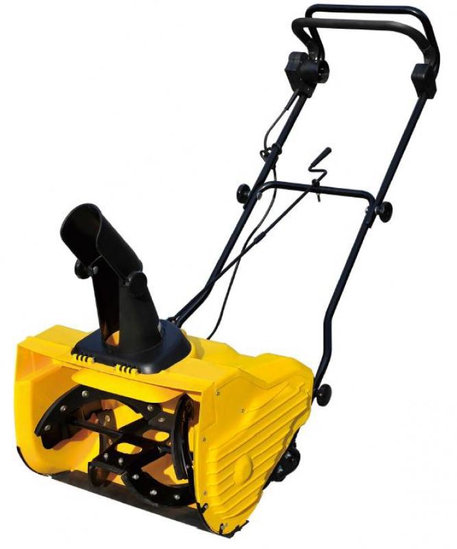Электрический снегоуборщик BaumasterСнегоуборщики<br>Тип двигателя: электрический,<br>Мощность: 1800,<br>Система шнеков: одноступенчатая,<br>Ширина захвата: 500,<br>Глубина обработки: 330,<br>Самоходный: нет<br>