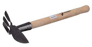 Мотыга ЗУБРМотыги и тяпки<br>Тип инструмента: мотыга, Рабочая ширина: 60, Длина ручки: 36.5, Материал черенка: дерево<br>