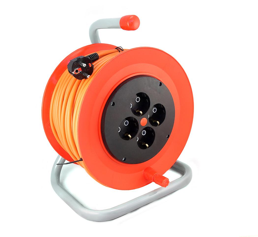 Удлинитель LuxУдлинители и сетевые фильтры<br>Количество гнезд: 4,<br>Заземление: есть,<br>Тип удлинителя: колодка,<br>Марка кабеля: ПВС,<br>Число / сечение жил: 3х0.75,<br>Длина (м): 40,<br>Выключатель: нет,<br>Цвет: оранжевый,<br>Шторки: нет,<br>Наличие катушки: есть,<br>USB порт: нет,<br>Сила тока: 10,<br>Автоматическое сматывание кабеля: нет,<br>Степень защиты от пыли и влаги: IP 20<br>