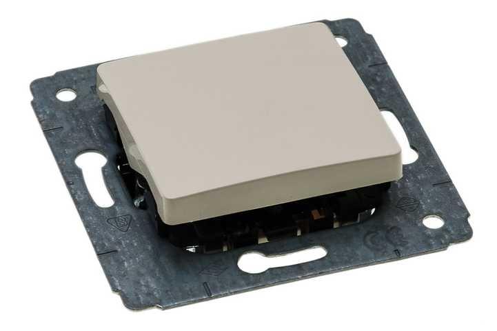 Механизм переключателя LegrandЭлектроустановочные изделия<br>Тип изделия: механизм выключателя,<br>Способ монтажа: скрытой установки,<br>Цвет: слоновая кость,<br>Сила тока: 10,<br>Степень защиты от пыли и влаги: IP 20,<br>Количество клавиш: 1,<br>Выходная мощность максимально: 2200,<br>Коллекция: valena<br>