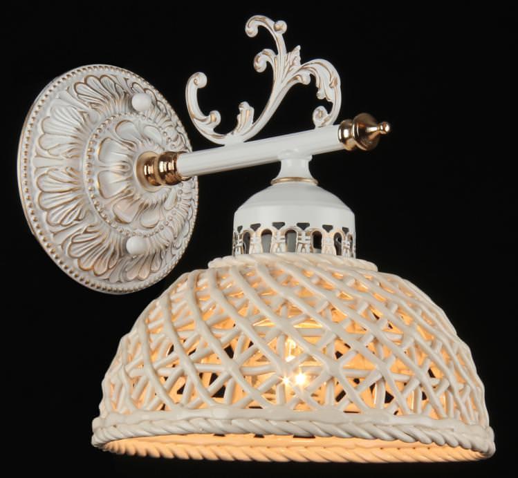 Бра MaytoniНастенные светильники и бра<br>Тип: бра,<br>Назначение светильника: для спальни,<br>Стиль светильника: классика,<br>Материал светильника: металл,<br>Тип лампы: накаливания,<br>Количество ламп: 1,<br>Мощность: 40,<br>Патрон: Е27,<br>Цвет арматуры: белый,<br>Высота: 220,<br>Диаметр: 160<br>