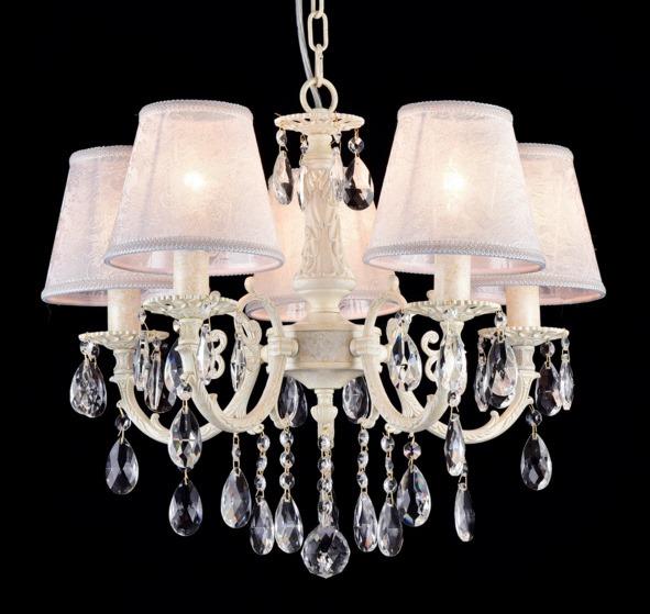 Люстра MaytoniЛюстры<br>Назначение светильника: для гостиной,<br>Стиль светильника: классика,<br>Тип: подвесная,<br>Материал светильника: металл, стекло,<br>Материал плафона: ткань,<br>Материал арматуры: металл,<br>Диаметр: 520,<br>Высота: 450,<br>Количество ламп: 5,<br>Тип лампы: накаливания,<br>Мощность: 40,<br>Патрон: Е14,<br>Цвет арматуры: бежевый,<br>Коллекция: arm390<br>