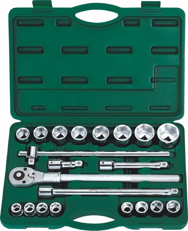 Набор инструментов универсальный АРСЕНАЛНаборы инструментов<br>Назначение: автомобильный,<br>Количество предметов в наборе: 21,<br>Тип набора: инструменты в наборе,<br>Класс: проф.,<br>Поставляется в: кейсе,<br>Родина бренда: Россия<br>