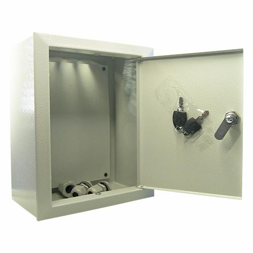 Щит МАСТЕРЩиты электрические, боксы<br>Тип: щит,<br>Тип установки: навесной,<br>Материал: металл,<br>Степень защиты от пыли и влаги: IP 31,<br>Использование: в помещении,<br>Высота: 330,<br>Ширина: 80,<br>Глубина: 140,<br>Замок: есть<br>
