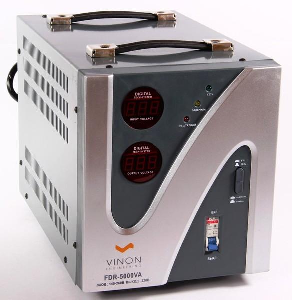 Стабилизатор напряжения VinonСтабилизаторы и ИБП<br>Мощность: 5000,<br>Тип: однофазный стабилизатор,<br>Тип стабилизатора: электронный (релейный),<br>Тип установки: напольный,<br>Мин. входное напряжение: 140,<br>Макс. входное напряжение: 260,<br>Выходное напряжение: 220,<br>Дисплей: цифровой<br>