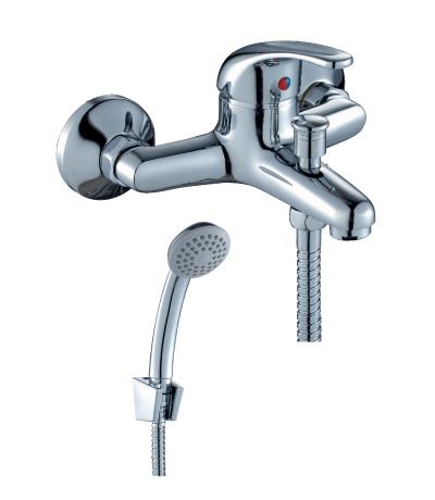 Смеситель RossinkaСмесители<br>Назначение смесителя: для ванны и душа,<br>Тип управления смесителя: однорычажный,<br>Цвет покрытия: хром,<br>Стиль смесителя: модерн,<br>Монтаж смесителя: вертикальный,<br>Тип установки смесителя: настенный,<br>Материал смесителя: латунь,<br>Излив: короткий,<br>Аэратор: есть,<br>Лейка: есть,<br>Родина бренда: Чехия<br>