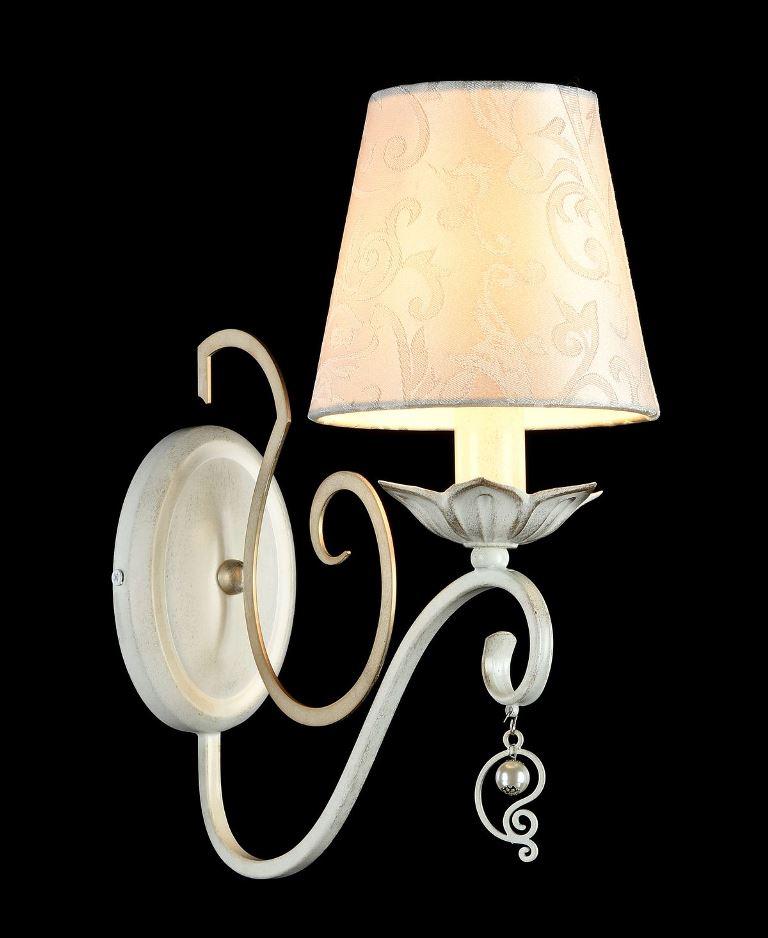 Бра MaytoniНастенные светильники и бра<br>Тип: бра,<br>Назначение светильника: для комнаты,<br>Стиль светильника: классика,<br>Материал светильника: металл, ткань,<br>Тип лампы: накаливания,<br>Количество ламп: 1,<br>Мощность: 40,<br>Патрон: Е14,<br>Цвет арматуры: золото,<br>Высота: 330,<br>Диаметр: 140<br>