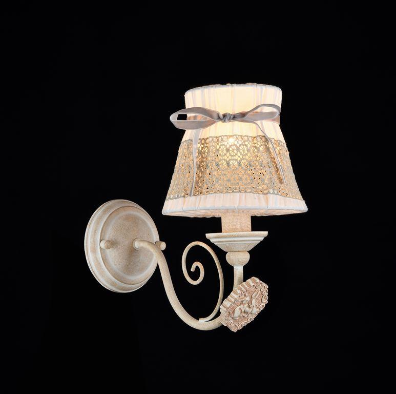 Бра MaytoniНастенные светильники и бра<br>Тип: бра, Назначение светильника: для комнаты, Стиль светильника: классика, Материал светильника: металл, ткань, Тип лампы: накаливания, Количество ламп: 1, Мощность: 40, Патрон: Е14, Цвет арматуры: белый, Высота: 250, Диаметр: 140, Коллекция: arm555<br>