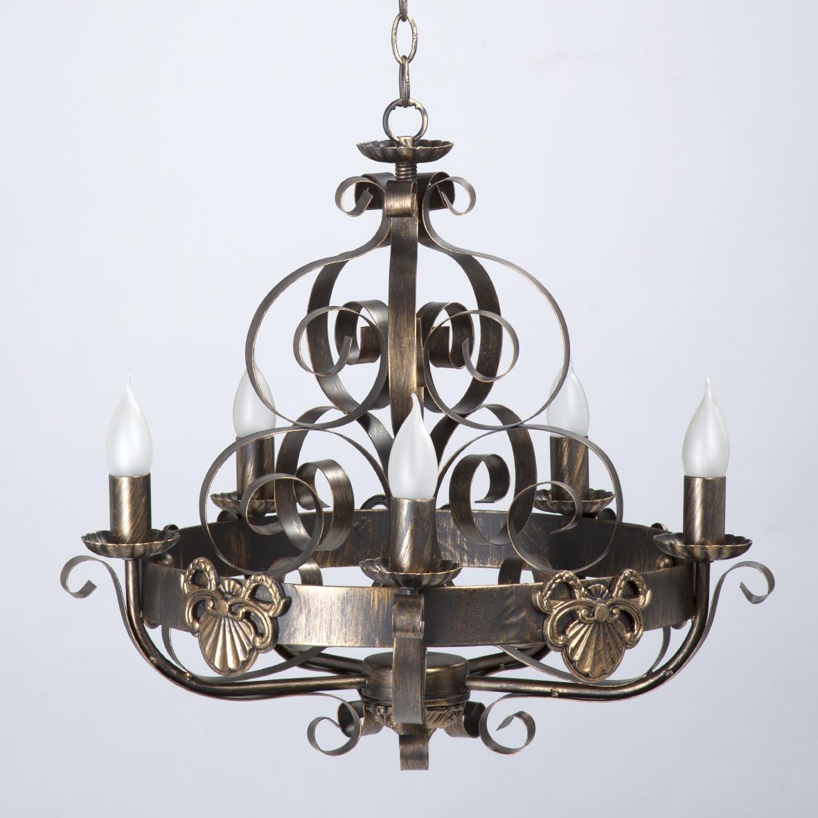 Люстра VitaluceЛюстры<br>Назначение светильника: для комнаты,<br>Стиль светильника: ковка,<br>Тип: подвесная,<br>Материал светильника: металл, стекло,<br>Материал плафона: стекло,<br>Материал арматуры: металл,<br>Диаметр: 550,<br>Высота: 680,<br>Количество ламп: 5,<br>Тип лампы: накаливания,<br>Мощность: 60,<br>Патрон: Е14,<br>Цвет арматуры: бронза<br>