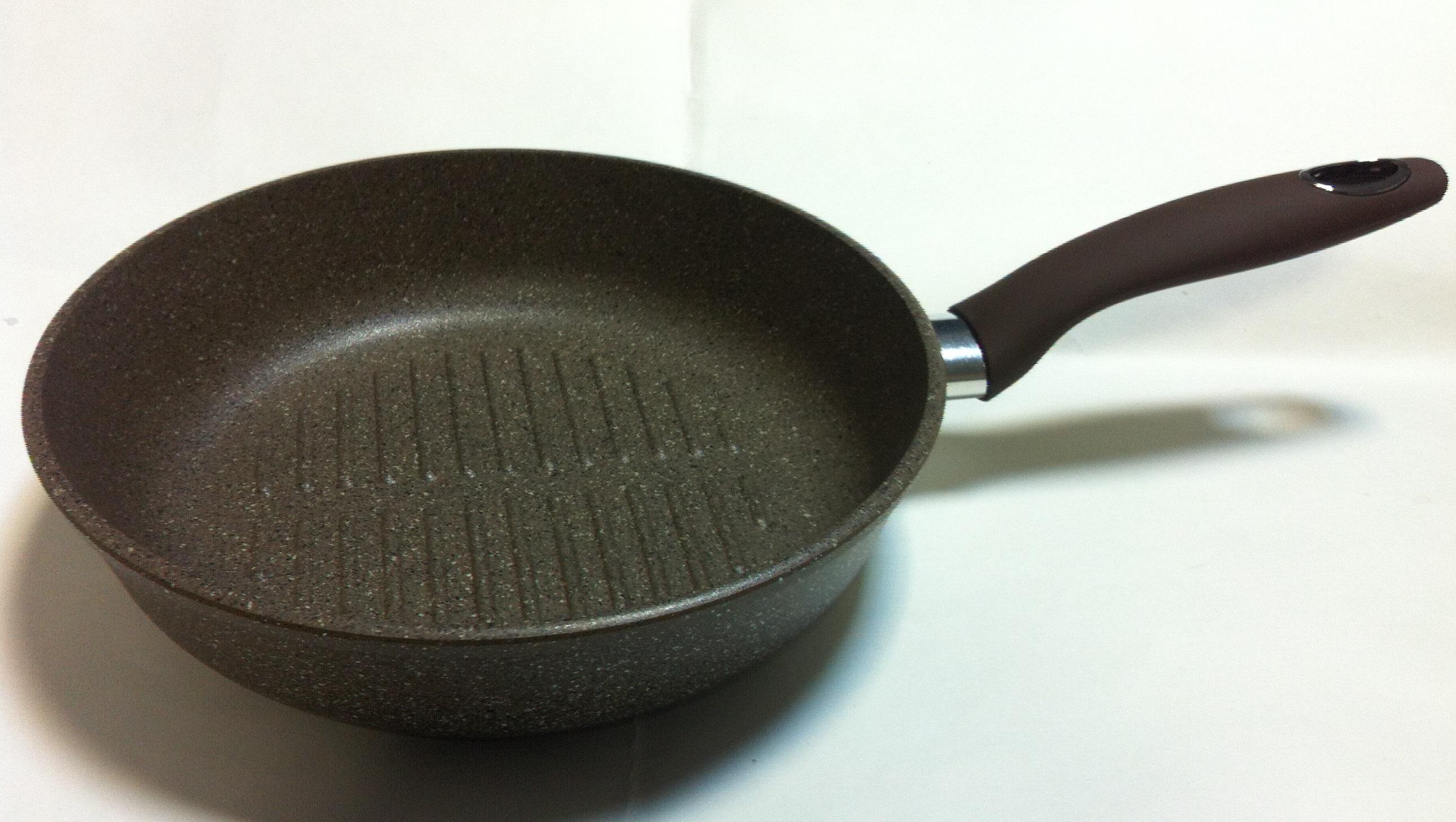 Сковорода-гриль VariСковороды<br>Тип: гриль,<br>Материал: алюминий,<br>Диаметр: 260,<br>Толщина стенок: 4,<br>Толщина дна: 6,<br>Покрытие чаши: антипригарное<br>