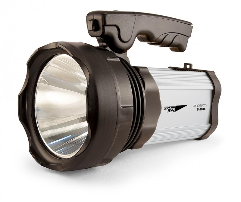Фонарь ЯРКИЙ ЛУЧФонари<br>Источники питания: аккумулятор,<br>Тип аккумулятора: свинцово-кислотный,<br>Аккумулятор: 4,<br>Емкость аккумулятора: 7000,<br>Количество ламп: 3,<br>Тип лампы: светодиодная,<br>Тип: прожектор,<br>Продолжительность работы: 5-20<br>