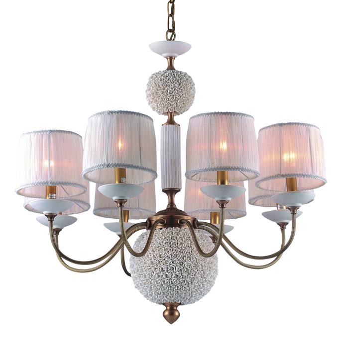 Люстра DivinareЛюстры<br>Назначение светильника: для гостиной, Стиль светильника: классика, Тип: подвесная, Материал плафона: ткань, Материал арматуры: металл, Диаметр: 770, Высота: 690, Количество ламп: 8, Тип лампы: накаливания, Мощность: 40, Патрон: Е14, Цвет арматуры: латунь<br>