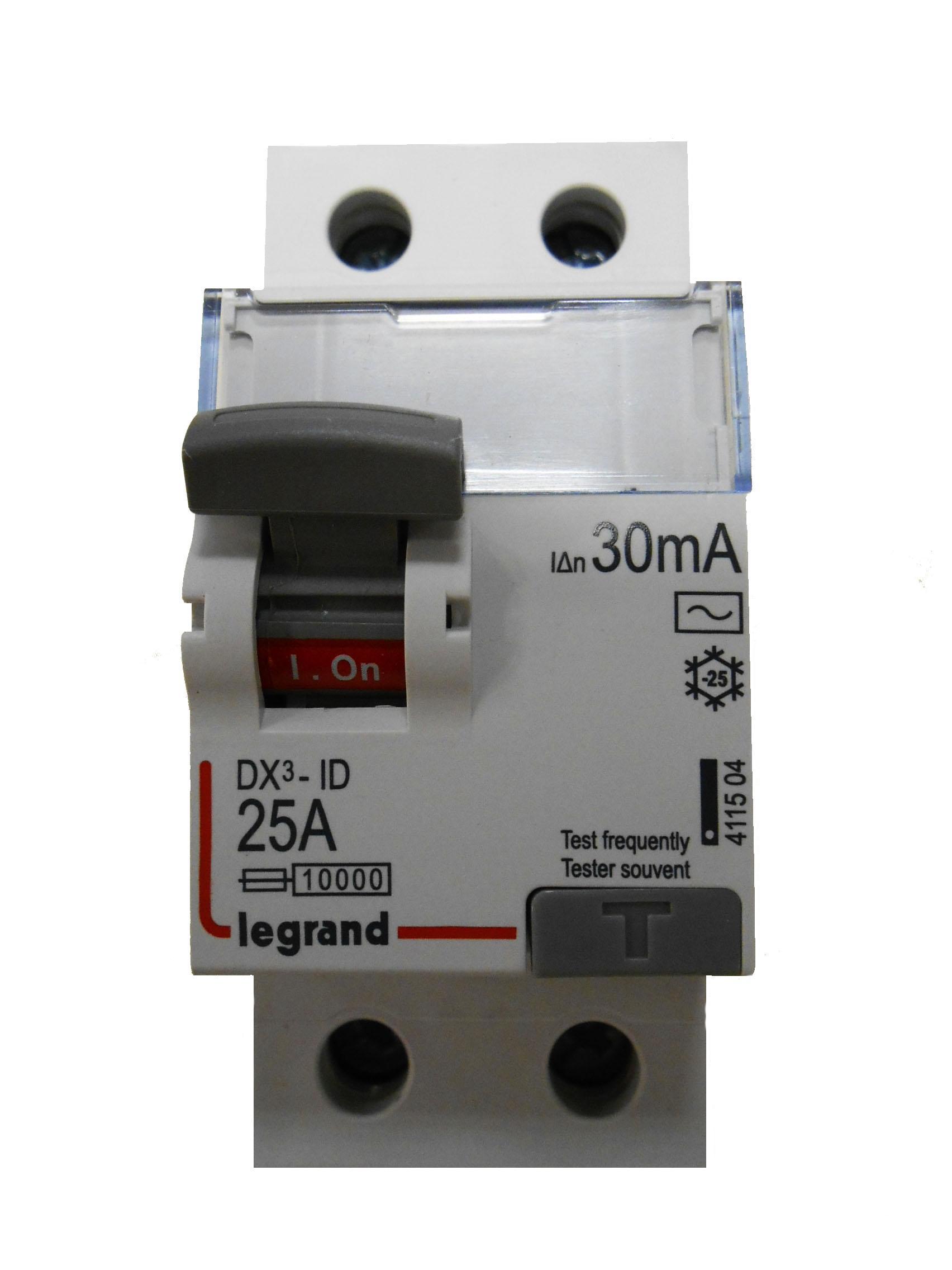 УЗО LegrandАвтоматические выключатели<br>Номинальный ток: 25,<br>Тип выключателя: дифавтомат,<br>Количество полюсов: 2,<br>Номинальная отключающая способность: 6000,<br>Номинальный отключающий дифференциальный ток: 30,<br>Степень защиты от пыли и влаги: IP 20,<br>Количество модулей: 2<br>