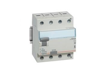УЗО LegrandАвтоматические выключатели<br>Номинальный ток: 63,<br>Тип выключателя: дифавтомат,<br>Количество полюсов: 4,<br>Номинальная отключающая способность: 6000,<br>Номинальный отключающий дифференциальный ток: 30,<br>Степень защиты от пыли и влаги: IP 20,<br>Количество модулей: 4<br>