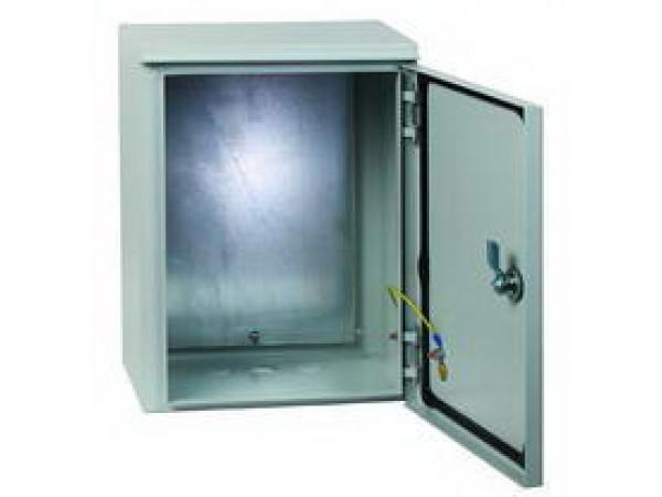 Щит EkfЩиты электрические, боксы<br>Тип: щит, Тип установки: навесной, Материал: металл, Степень защиты от пыли и влаги: IP 54, Использование: на улице, Высота: 650, Ширина: 500, Глубина: 220, Толщина: 1.2, Замок: есть, Окно: нет, DIN рейка: нет, Габариты монтажной панели: 602х432, Вес нетто: 15.76<br>