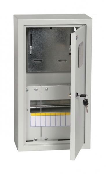 Щит электричекий навесной IekЩиты электрические, боксы<br>Тип: щит,<br>Тип установки: навесной,<br>Материал: металл,<br>Степень защиты от пыли и влаги: IP 31,<br>Использование: в помещении,<br>Высота: 540,<br>Ширина: 290,<br>Глубина: 165,<br>Толщина: 1,<br>Замок: есть,<br>Окно: есть,<br>DIN рейка: одна,<br>Количество модулей: 9<br>