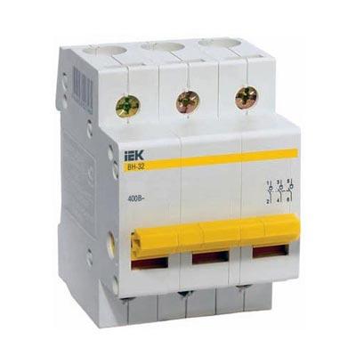 Рубильник IekАвтоматические выключатели<br>Номинальный ток: 100,<br>Тип выключателя: рубильник,<br>Количество полюсов: 3,<br>Номинальная отключающая способность: 6000,<br>Степень защиты от пыли и влаги: IP 20,<br>Количество модулей: 3<br>