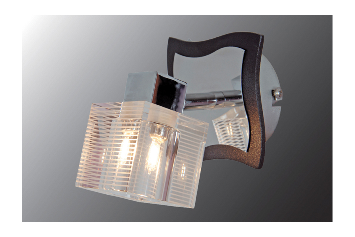 Бра МАКСИСВЕТНастенные светильники и бра<br>Тип: бра,<br>Назначение светильника: для гостиной,<br>Стиль светильника: модерн,<br>Материал светильника: металл, дерево, стекло,<br>Тип лампы: галогенные и светодиодные,<br>Количество ламп: 1,<br>Мощность: 40,<br>Патрон: G9,<br>Цвет арматуры: хром,<br>Ширина: 150,<br>Высота: 100,<br>Удаление от стены: 110<br>